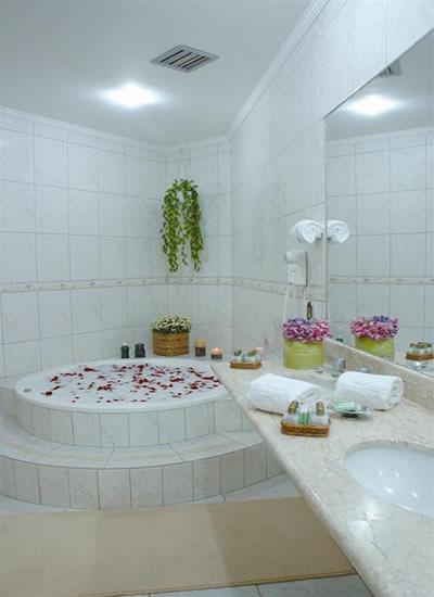 Banheira De Hidromassagem  Fotos, Tipos E Modelos  Wdicas  Wdicas -> Banheiro Pequeno Com Banheira Redonda