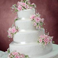 Bolo De Casamento Decorado Com Flores E Rosas